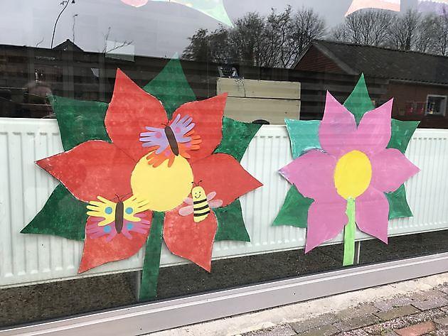 Buurtkinderen geven kleur aan ons lentegevoel! - Pannenkoekenhuis d'Olle Smidse Midwolda