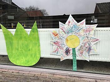 Buurtkinderen geven kleur aan ons lentegevoel! Pannenkoekenhuis d'Olle Smidse Midwolda